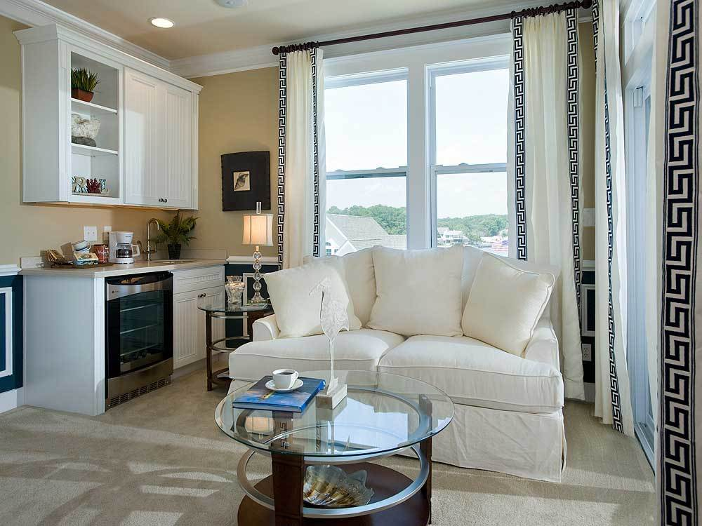 8_Bayview_Owners-Sitting-Room