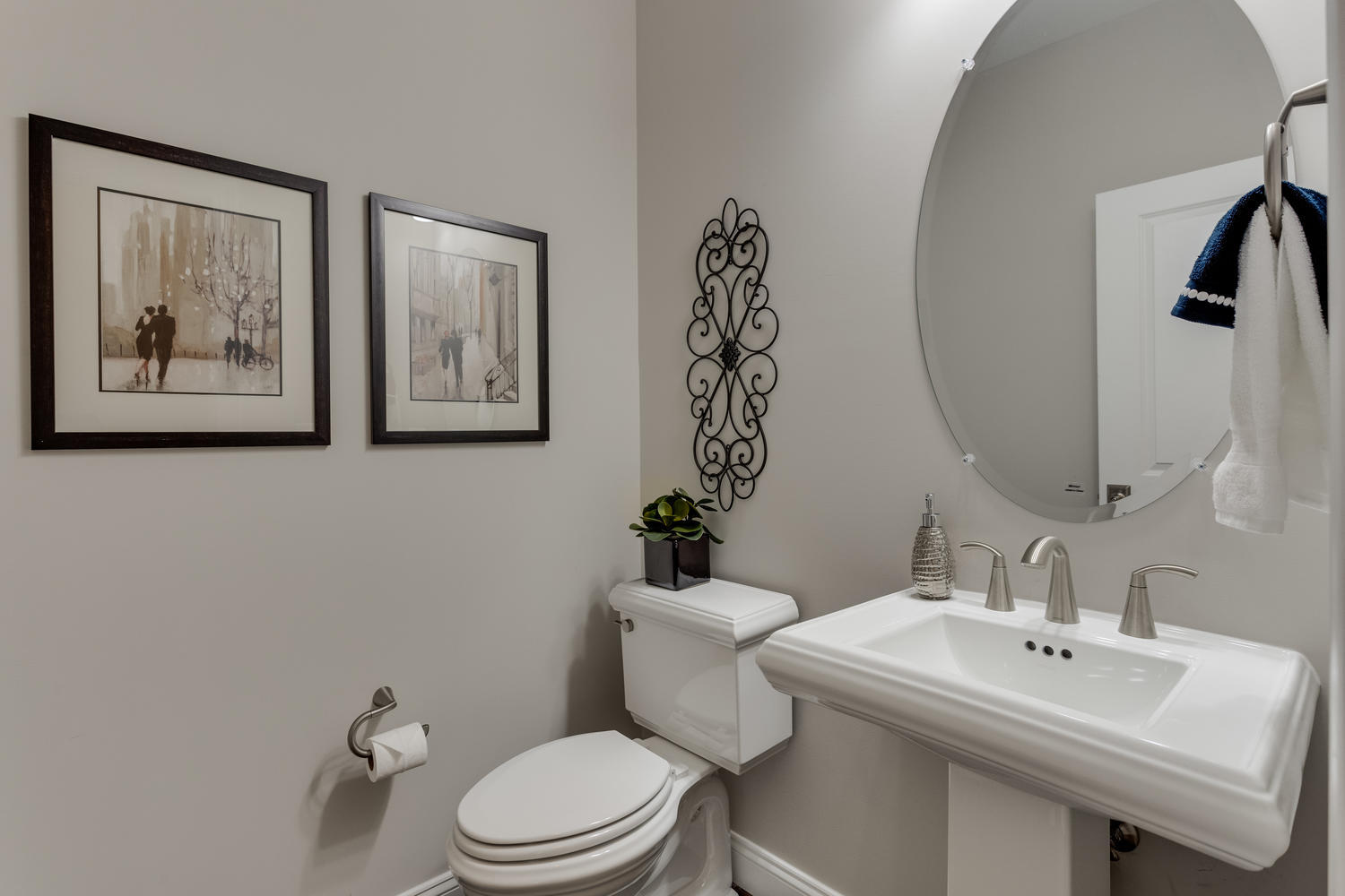 6632 Hallwood Ave Falls Church-large-035-43-Powder Room-1500x1000-72dpi