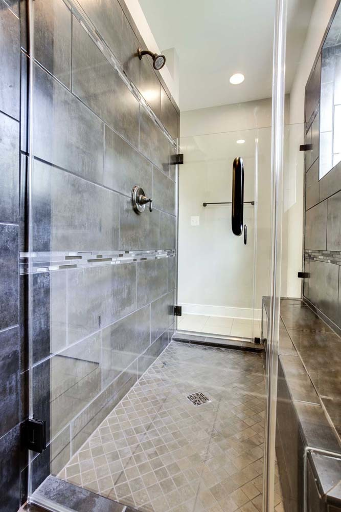 Carlyle-(lb14)-master-shower