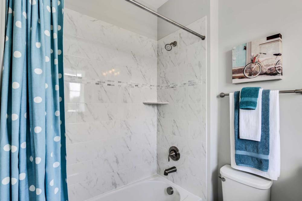 Dartmouth-(lb17)-bathroom