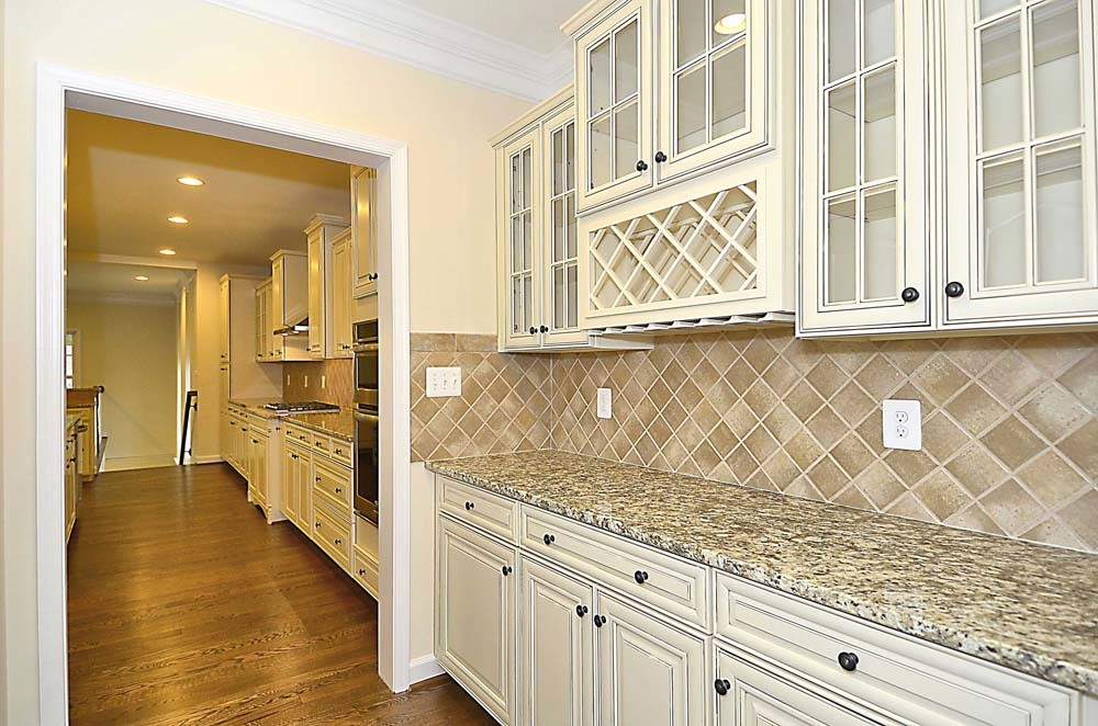 Windsor-(lb11)-Butlers-Pantry