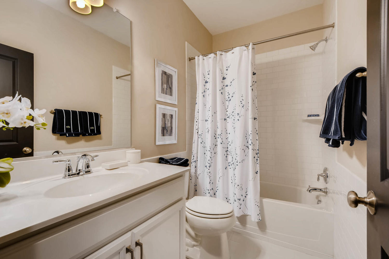 200 E Pennsylvania street-large-022-18-2nd Floor Bathroom-1500x1000-72dpi